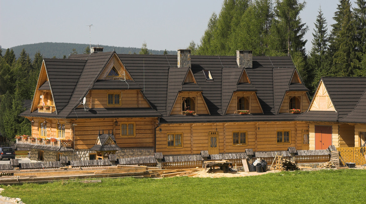 GERARD Shake Charcoal Wooden house references from Poland