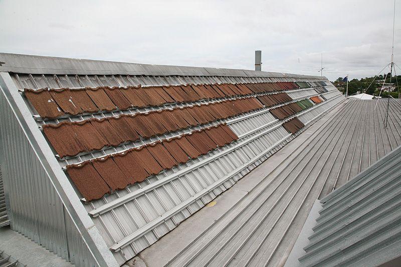 На даху заводу AHI Roofing 60 років тестуються зразки черепиці, зроблені за різними технологіями